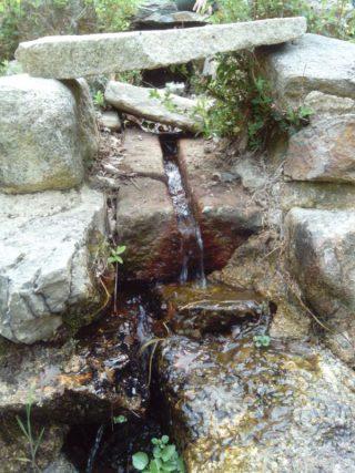 Santuario nuragico di Gremanu (particolare della canaletta) - Fonni