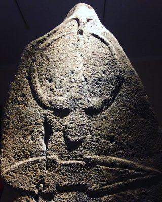 Statua menhir con capovolto, Museo di Laconi
